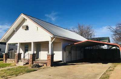 Cushing Single Family Home For Sale: 318 E Oak Street