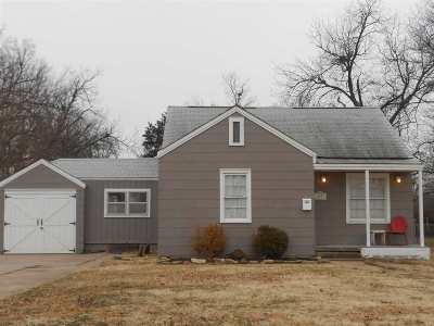 Cushing Single Family Home For Sale: 1027 E 3 Street