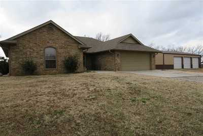 Perkins Single Family Home For Sale: 213 W Debbie Mote Lane