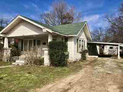 Cushing Single Family Home For Sale: 830 E Oak Street