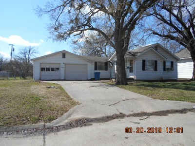 Cushing Single Family Home For Sale: 1125 E Maple Street