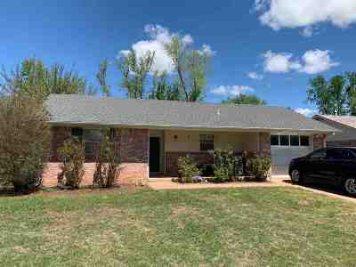 Stillwater Single Family Home For Sale: 1002 E Will Rogers Drive