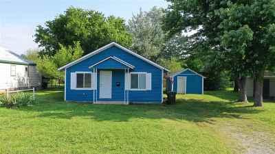 Cushing Single Family Home For Sale: 1212 E Cherry Street