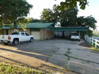 Single Family Home For Sale: 811 Main Street