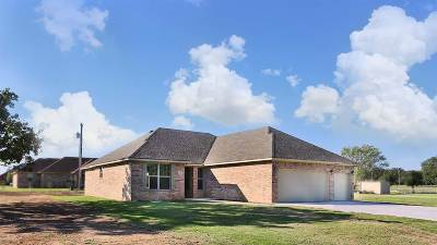 Lone Grove Single Family Home For Sale: 132 Laredo Street