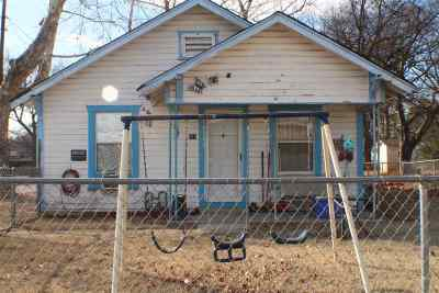 Single Family Home Extended: 617 SE E Street