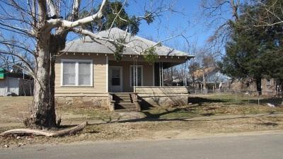 Single Family Home For Sale: 209 N E Street