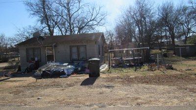 Single Family Home For Sale: 103 E Cincinnati