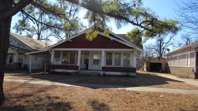 Single Family Home For Sale: 406 E Duke