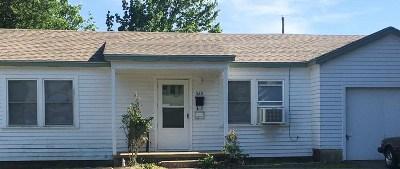Single Family Home Back On Market: 520 Oak Street