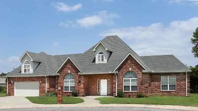 Single Family Home For Sale: 2211 Royann Lane