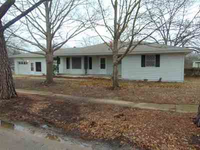 Carter County Single Family Home For Sale: 620 SE D Street