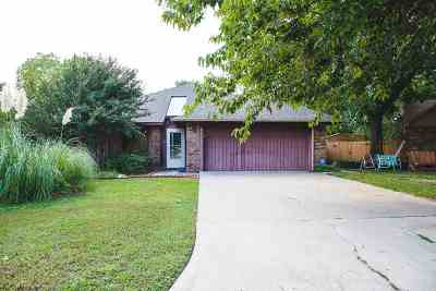 Single Family Home For Sale: 2412 Woodleaf Court