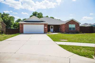 Single Family Home Pending W/Contingencies: 403 Oxbow Court