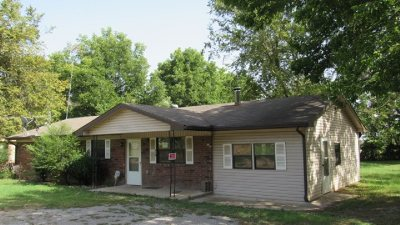Single Family Home For Sale: 810 Hall Circle