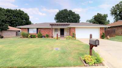 Single Family Home For Sale: 1208 Holly St