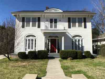Single Family Home For Sale: 411 SW K Street