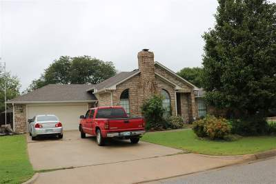 Single Family Home Back On Market: 1703 Southern Hills Dr