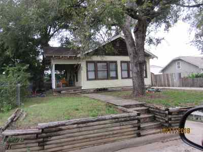 Single Family Home For Sale: 209 SE 6th Street