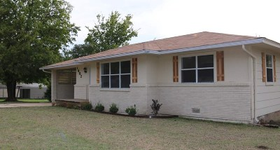 Single Family Home For Sale: 1402 W 10th Street