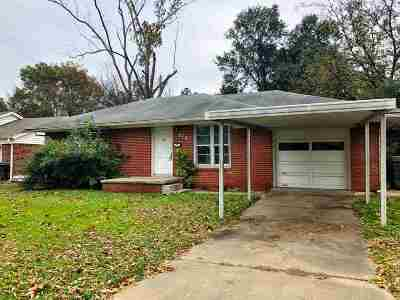 Single Family Home For Sale: 710 Davis