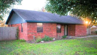 Love County Single Family Home For Sale: 604 E Cherokee Road