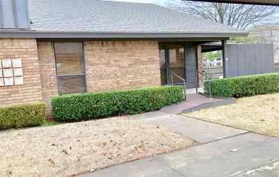 Single Family Home Sold: 25 SW Overland Route