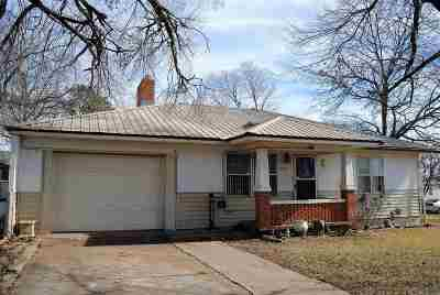 Single Family Home For Sale: 1323 W 7th Street