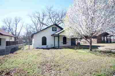 Carter County Single Family Home New: 805 SE F