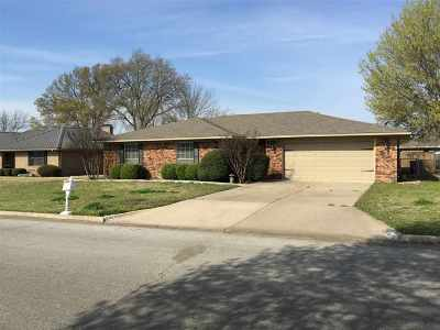 Single Family Home Back On Market: 1323 Brookhaven