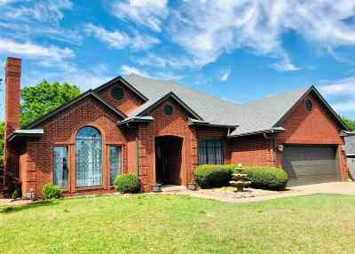 Carter County Single Family Home For Sale: 2003 Jamestown Court
