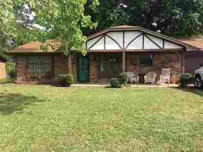 Madill Single Family Home For Sale: 106 Parkway Plaza