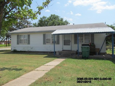 Single Family Home For Sale: 201 Cherry