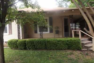 Single Family Home For Sale: 110 E Muskogee