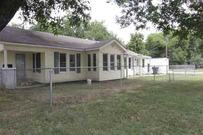 Single Family Home For Sale: 1100 NE A Street
