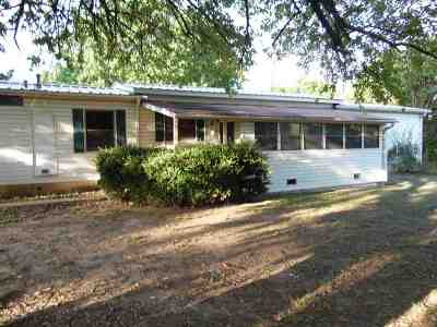 Carter County Single Family Home New: 1520 SE C
