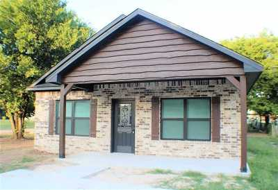 Carter County Single Family Home For Sale: 1002 SW F Street