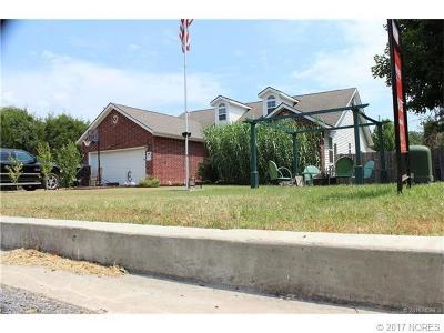 Tahlequah OK Single Family Home For Sale: $135,000
