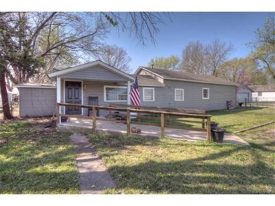 Claremore Single Family Home For Sale: 1209 W Strain Street
