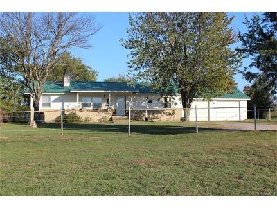 Tahlequah OK Single Family Home For Sale: $182,500