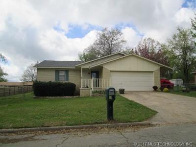 Tahlequah OK Single Family Home For Sale: $118,900