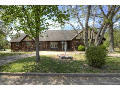 Claremore Single Family Home For Sale: 1701 Valley Parkway