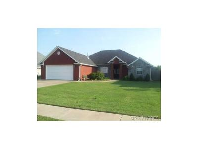Tahlequah OK Single Family Home For Sale: $199,900
