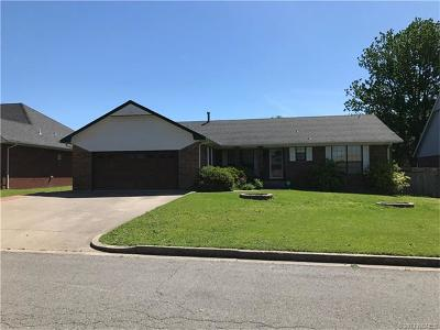 Tahlequah OK Single Family Home For Sale: $163,000