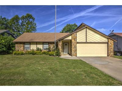 Broken Arrow Single Family Home For Sale: 3010 S Narcissus Place