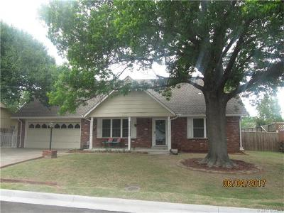 Single Family Home For Sale: 812 W Birmingham Street