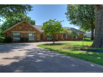 Broken Arrow Single Family Home For Sale: 1 St Andrews Circle