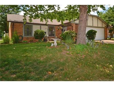Broken Arrow Single Family Home For Sale: 5004 S Ironwood Avenue