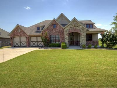 Single Family Home For Sale: 25235 Creek Bank Trail
