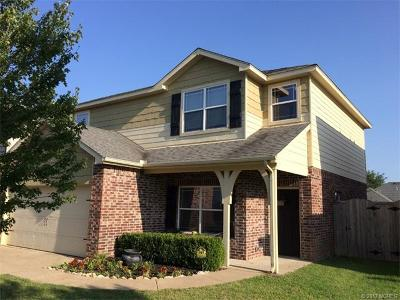 Jenks Single Family Home For Sale: 2004 W K Court